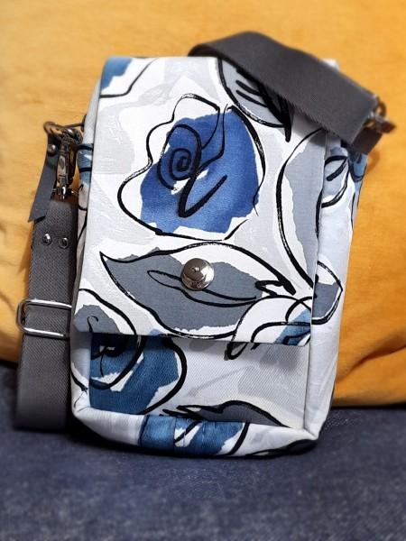 Handy-Umhängetasche - blaues Blumenmuster